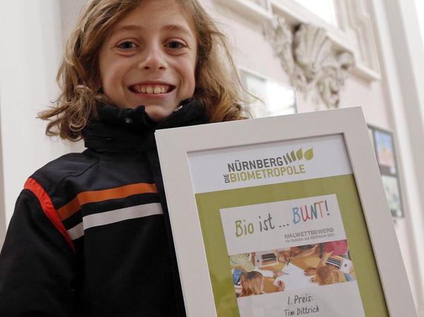 Stolz halten sie ihre Urkunden in die Kamera: Tim Dittrich ergattert den 1. Preis ...