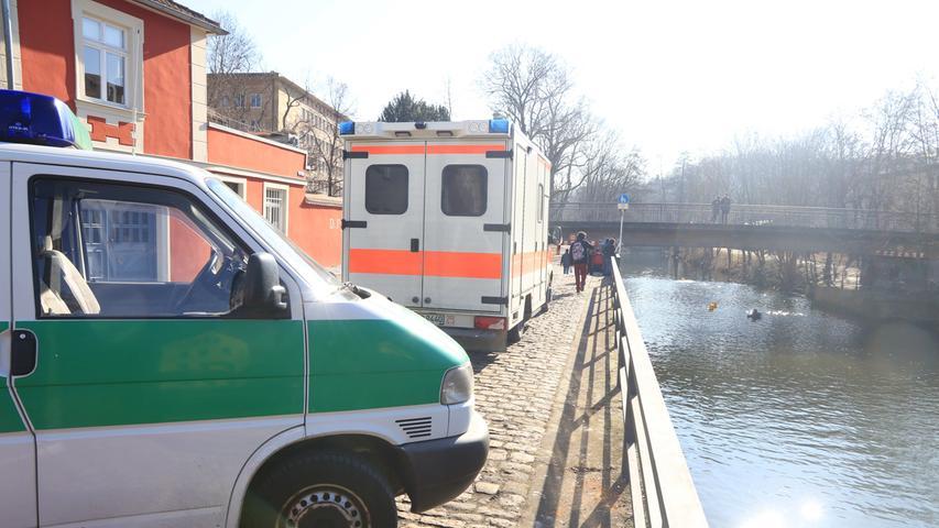 Beweissuche im Kanal: Polizei taucht nach Juwelierüberfall ab