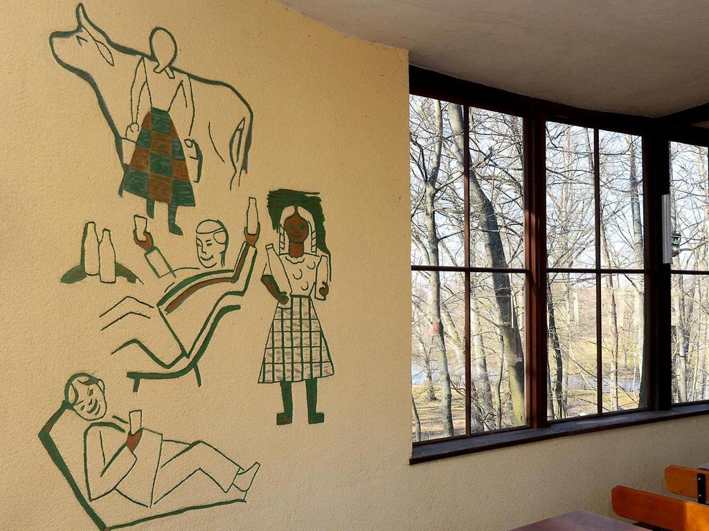 Spiegelbilder im Stadtparkcafé.