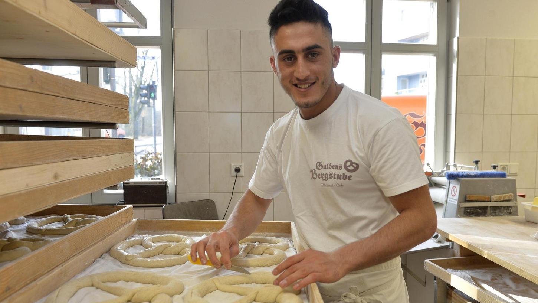 Eqbal Totakhel ist vor über einem Jahr nach Deutschland gekommen und hat im September letzten Jahres seine Ausbildung in einer Bäckerei angefangen. Jetzt soll er abgeschoben werden.