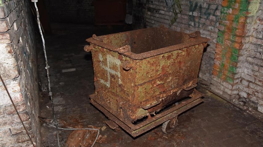 Diese Lore diente für den Eis- und Biertransport.