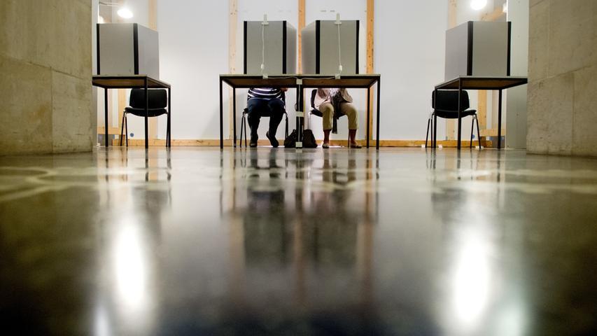 Bei der Bundestagswahl 2017waren von den Erststimmen 1,2Prozent (586.726) und von den Zweitstimmen 1,0Prozent (460.849) ungültig. Hinsichtlich der Parteienfinanzierung wirkt eine ungültige Stimme wie eine nicht abgegebene Stimme, die Parteien bekommen dafür kein Geld. 1998 gründete sich zudem die