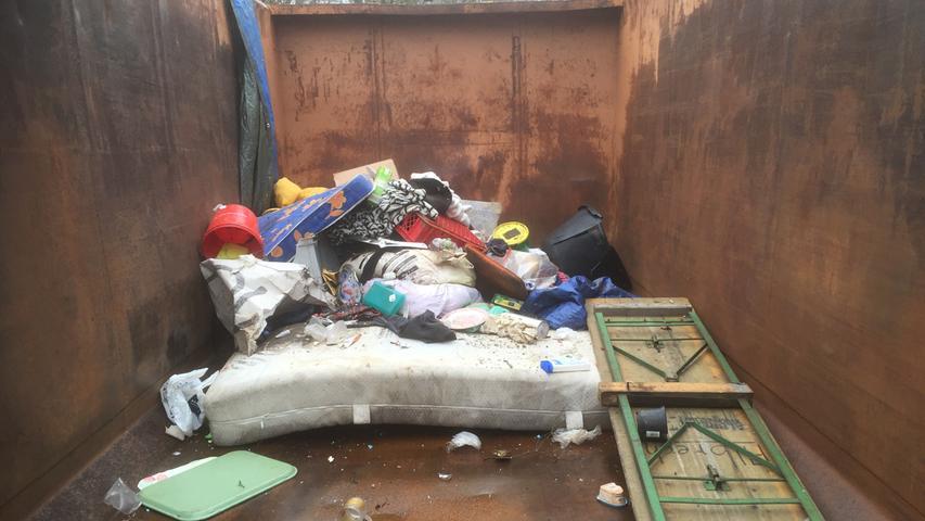 Sör räumt das Obdachlosenlager bei der Wöhrder Wiese