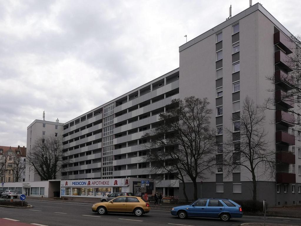 Ein anderer verkannter Gigant versteckt sich in St. Leonhard: Im Wohnblock an der Rothenburger Straße 183, der Rang neun belegt, leben stolze 162 Menschen.