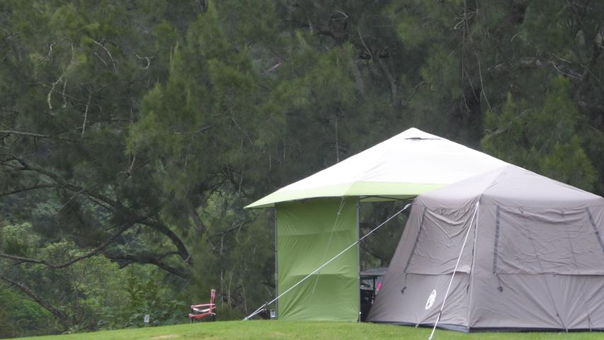 Einfach mal aufs Land fahren, ein Zelt aufschlagen und die Natur genießen: an vielen Stellen rund um Melbourne ist wildes Campen erlaubt.