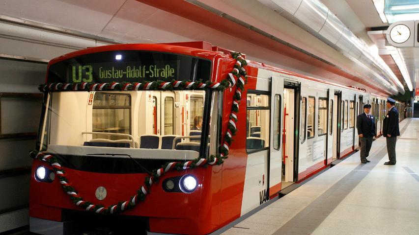 I wie innovativ: Am 14. Juni 2008 rauschte ein Zug durch Nürnbergs Untergrund, der für Deutschland eine absolute Neuheit war. Eine U-Bahn ganz ohne Fahrer - als erste Stadt durfte sich Nürnberg über diese Art der Fortbewegung freuen. Vor allem Kinder genießen die wilde Fahrt durch die Tunnel, aber auch Touristen sind nach wie vor ganz angetan. Aber Achtung: Es heißt fahrerlose und nicht führerlose U-Bahn.