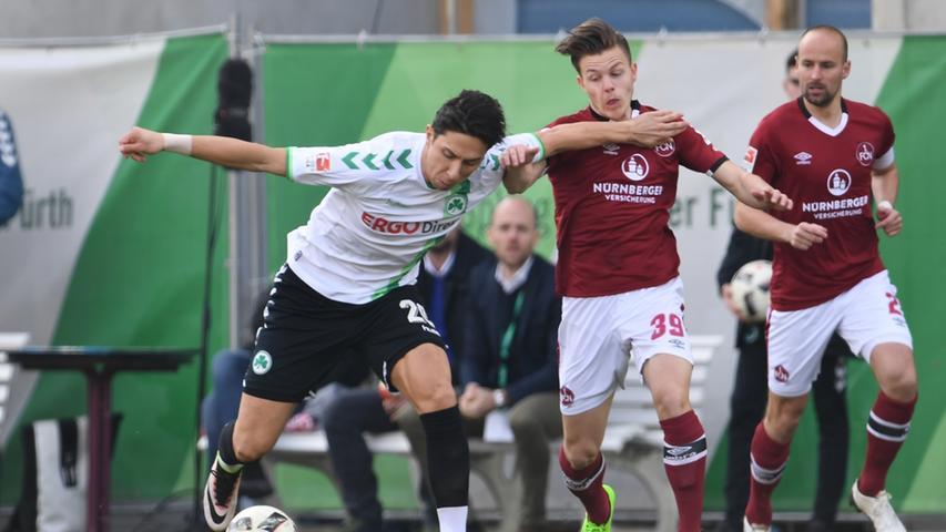 Und auch Nummer 262 im März 2017 war für den 1. FC Nürnberg alles andere als ein gelungenes Derby. Trainer Alois Schwartz stand massiv unter Druck, seine Mannschaft präsentierte sich auf dem Platz uninspiriert und müde. Das große Glück: Viel besser war Fürth auch nicht. So sah es lange Zeit nach einem müden Kick aus ...