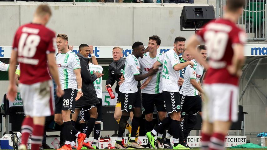 Für den 1. FC Nürnberg war das nicht nur die zweite Derby-Pleite in Folge, sondern auch das Ende der kurzen Ära Schwartz. Der gebürtige Nürtinger wurde in der Folge entlassen, sein Nachfolger wurde Michael Köllner - der als Coach bereits für die SpVgg Greuther Fürth arbeitete. Beste Voraussetzungen also für das 263. Frankenderby im September 2017 ...