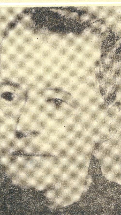 Emmy Humbser (1877-1954) stammte aus einer wohlhabenden Fürther Brauerfamilie, deren soziales Engagement sie stark prägte. Von 1908 bis 1949 – da war sie schon 72 Jahre alt – war sie Vorsitzende des Deutsch-Evangelischen Frauenbundes. Sie setzte sich für Frauen ein, um die sich sonst keiner kümmerte. Vor dem Ersten Weltkrieg baute sie für junge Arbeiterinnen, die vom Land in die Stadt kamen, auch mit eigenen Mitteln das Luisenheim in der Ottostraße. Frauen und Mädchen der unteren Schichten ermöglichte sie einen preiswerten Erholungsurlaub in Puschendorf. Als noch niemand von Resozialisierung sprach, besuchte sie schon weibliche Häftlinge und begleitete sie nach der Entlassung aus dem Gefängnis. Für sie finanzierte sie auch das Sophienheim in der Jahnstraße. Mit dem Bundesverdienstkreuz wurde sie erst posthum 1955 ausgezeichnet.