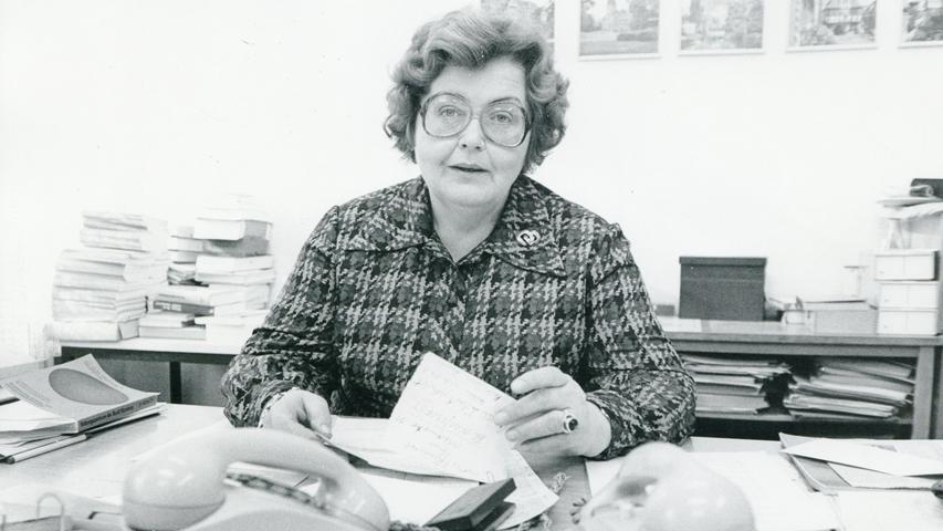 1947 beauftragte Fürths Oberbürgermeister Bornkessel die junge Germanistikstudentin Ruth Stäudtner damit, ein Volksbildungswerk zu gründen – es sollte ihr Lebenswerk werden. Mit großem Organisationstalent stellte sie ein vielfältiges Programm aus Geisteswissenschaften, Kunst, Sprachen, Rechts- und Wirtschaftswissenschaften, Mathematik, Technik und
