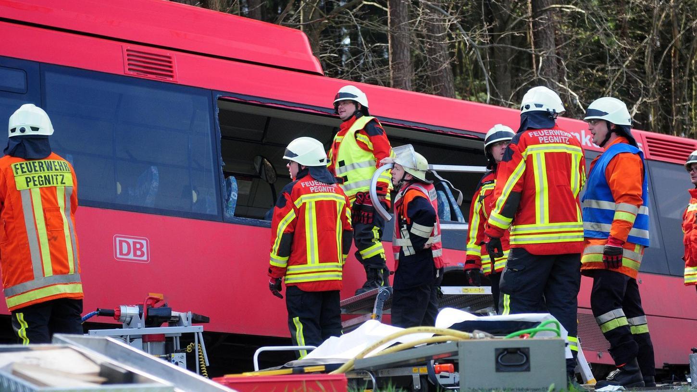 Einschneidendstes Erlebnis der beteiligten Feuerwehrler war im abgelaufenen Jahr der Schulbusunfall zwischen Reisach und Penzenreuth. Schwierig war die Bergung des schwer verletzten Fahrers aus dem demolierten Schulbus.