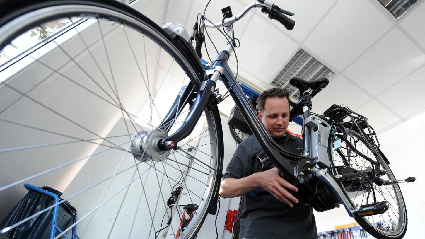 Durch den eingebauten Akku werden Fahrradfahrer, die mit einem Pedelec unterwegs sind, durch einen Elektroantrieb unterstützt. Dadurch kann man auch als Untrainierter oder Wiedereinsteiger nach längerer Sportpause Freude an der Bewegung entwickeln.