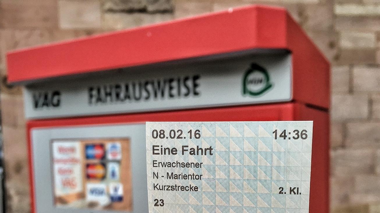 Wer Werbung schaut, der bekommt nach dem sogenannten Düsseldorfer Modell zwar kein Ticket aus Papier, aber eine Berechtigung in Form eines E-Tickets.