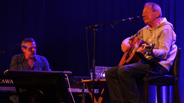 Wolfgang Ambros und Günter Dzikowski bei ihrem Auftritt in der Gunzenhäuser Stadthalle.