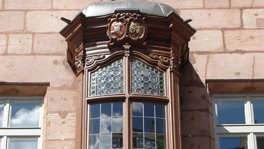 Wie allgemein typisch für die Nürnberger Altstadt, fallen im Straßenbild der Füll zahlreiche
