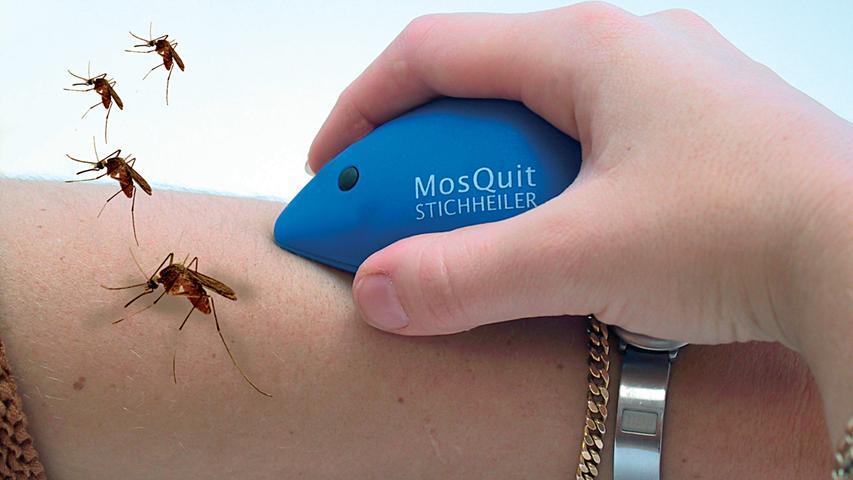 ... elektronische Stichheiler sind geeignet. Die Geräte, die batteriebetrieben sind, erhitzen ein Metallplättchen, das auf den Mückenstich gesetzt wird. Durch die hohe Temperatur wird das Mückengift zersetzt, der Juckreiz lässt nach, die Schwellung geht zurück – oder entsteht gar nicht erst.