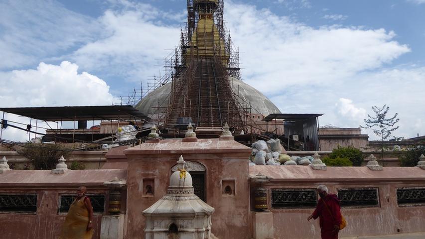 Wie groß sind die Schäden nach dem Erdbeben in Nepal und wie kommen die Aufräumarbeiten voran? Das begutachtete sie in Kathmandu.