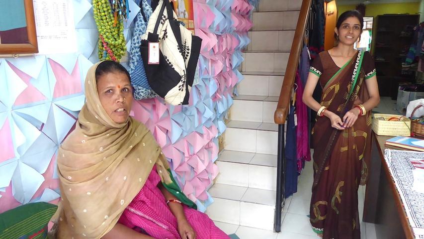 In dieser Schneiderei in Indien werden faire Saris gefertigt.