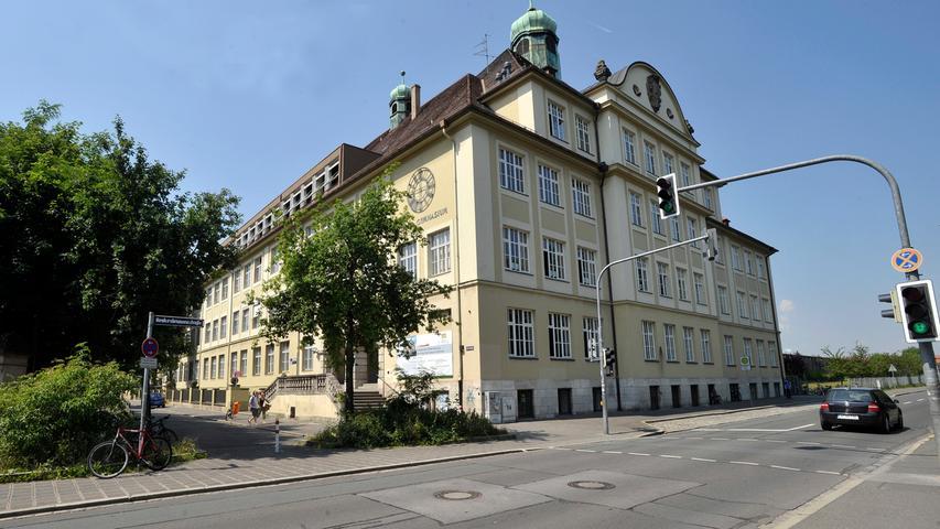 Die Schule wurde 1833 als Gewerbeschule gegründet und 1933 in