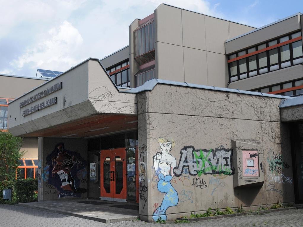 RESSORT: Anzeiger 19.8.11 FOTOGRAF: Karlheinz Daut MOTIV: Schulzentrum Südwest, Graffiti; Schmierereien am Eingang