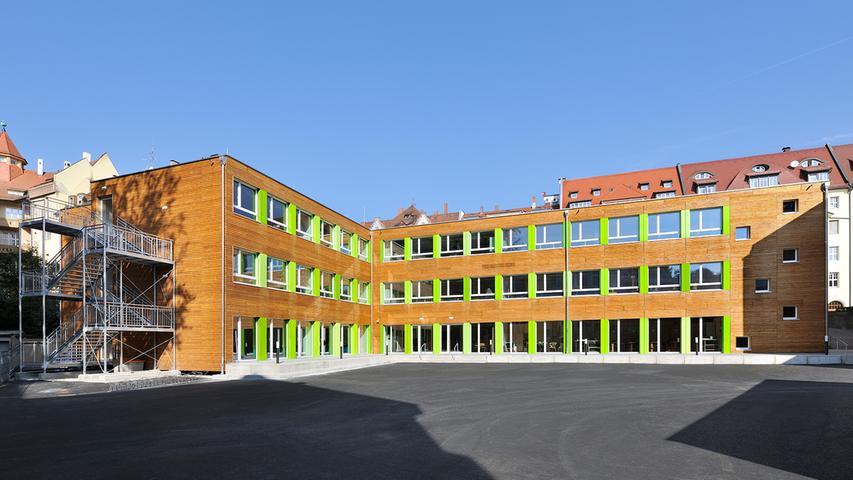 Das Maria-Ward-Gymnasium in Wöhrd ist eine staatlich anerkannte Privatschule in der Trägerschaft der Erzdiözese Bamberg und steht auch nichtkatholischen Schülerinnen offen. Die Schule vereint Gymnasium, Realschule und Grundschule.   Zur Homepage des Maria-Ward-Gymnasiums.