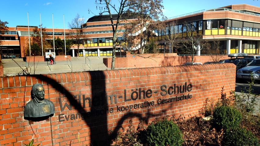 Die Wilhelm-Löhe-Schule im Stadtteil Kleinweidenmühle ist eine staatlich anerkannte private kooperative Gesamtschule unter evangelischer Trägerschaft und wurde 1901 gegründet. Das Schulgebäude liegt nahe der Deutschherrnwiese. Zur Homepage der Wilhelm-Löhe-Schule.
