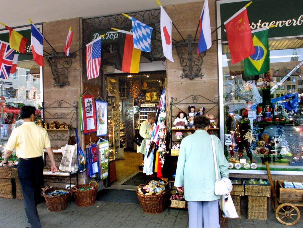 ANZEIGER FOTO: Eduard Weigert..Der Töpferladen..Souvenirs für Touristen