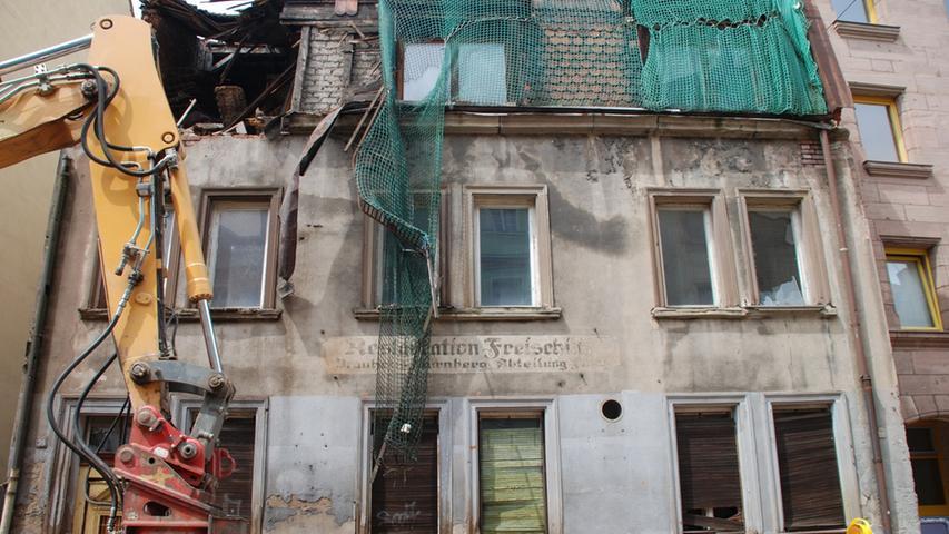 Auch das Haus mit der Gaststätte in der Kirschgartenstraße 39 steht seit 2010 nicht mehr. Was bleibt, sind Bilder aus den letzten Tagen der verfallenen