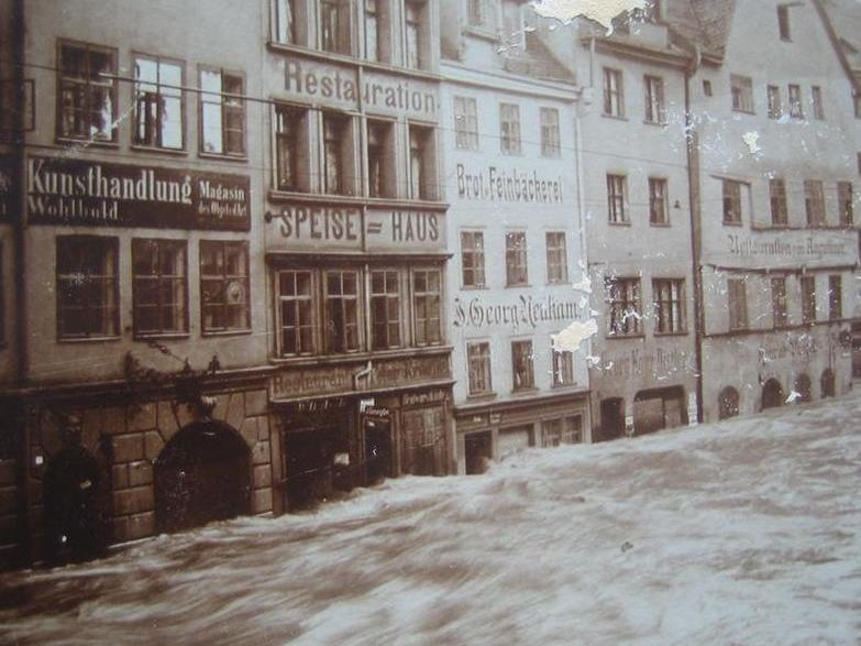 MOTIV: Hochwasser in Nürnberg, Augustinerstr. am 5.2.1909.. FOTO: privat (zur Verfügung gestellt aus Privatbesitz von Leser Gerhard Maul - hg.maul@nefkom.net - ..August-Euler-Weg 7 - 90411 Nürnberg ..gespeichert 2015
