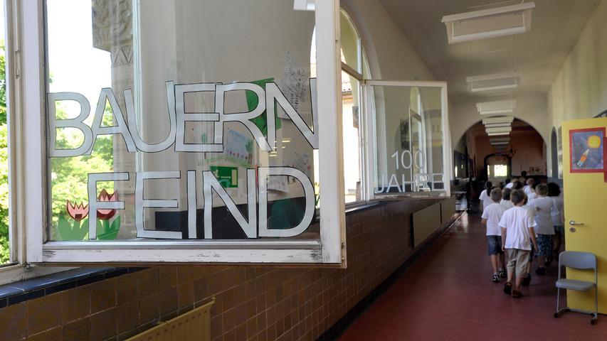 In der Bauernfeindschule im Süden der Stadt werden 250 Mädchen und Jungen unterrichtet.  Die Einrichtung ist eine