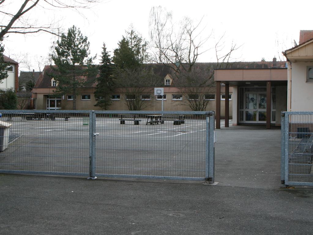 Nuernberg, 03.02.2007..Schulhof , Schule Buchenbühl / Buchenbuehl..Ressort: Anzeiger Foto: Stefan Hippel ..Veröffentlichung nur nach vorheriger Genehmigung.