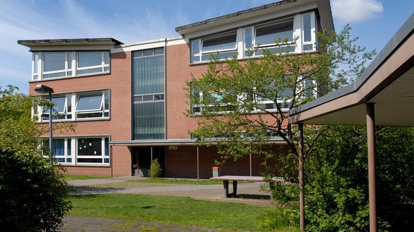 Die Carl-von-Ossietzky-Schule findet man im Stadtteil Sündersbühl. Sie ist eine Grund- und Mittelschule, an der Kinder vieler Nationalitäten friedlich zusammenarbeiten. Benannt ist sie nach dem Nobelpreisträger Ossietzky (