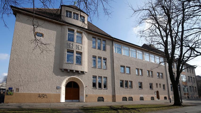 Die Friedrich-Wilhelm-Herschel-Schule liegt im Stadtteil Gibitzenhof. Sie gehört zum Mittelschulverbund Nürnberg-Süd und bietet viele Ganztagsangebote.  Zur Homepage der Friedrich-Wilhelm-Herschel-Schule.