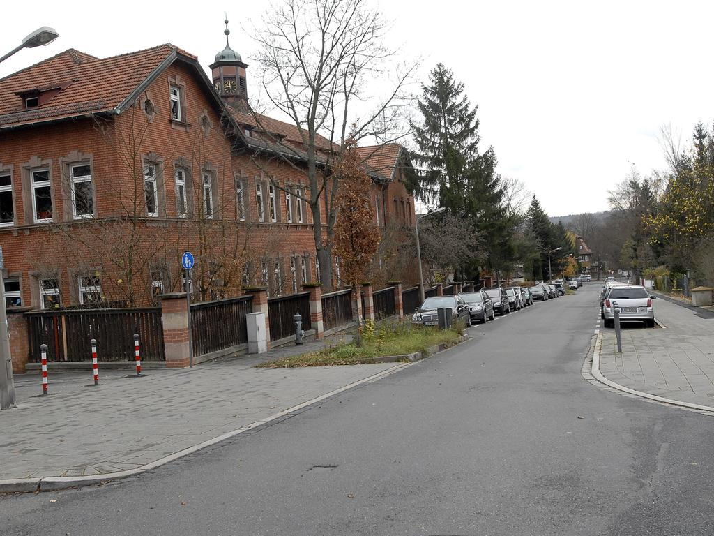 Nürnberg: Die Grimmstraße in Erlenstegen. Grimmschule , 19.11.2008. Foto: Harald Sippel