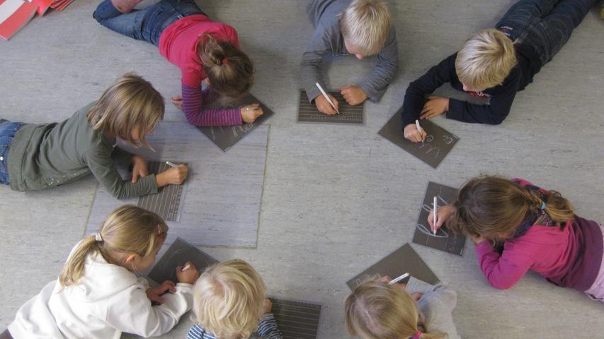 Wie der Name bereits verrät, liegt die Grundschule in Großgründlach. Im Schuljahr 2016/2017 werden hier  rund 150 Kinder in acht  Klassen unterrichtet.  In allen Klassenzimmern gibt es moderne Projektionstechnik und Internet.   Zur Homepage der Grundschule Großgründlach.