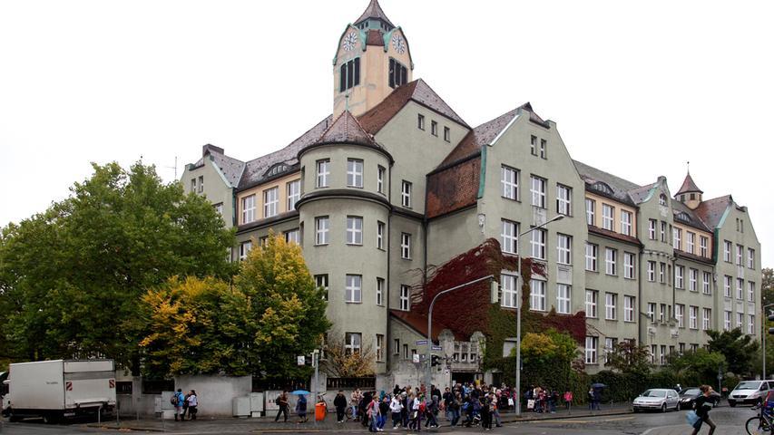 Im Norden Nürnbergs befindet sich die Ludwig-Uhland-Schule.  Zur Homepage der Ludwig-Uhland-Schule.