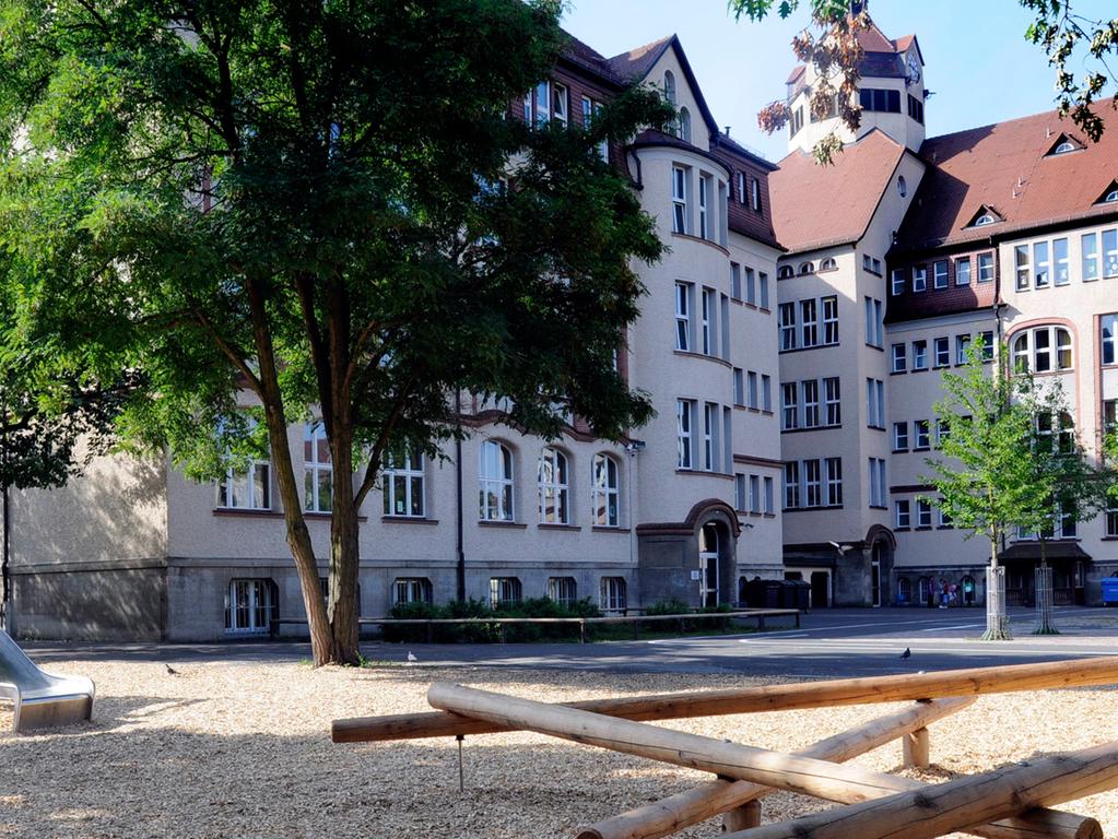 RESSORT: Anzeiger 30.7.09 FOTOGRAF: Karlheinz Daut MOTIV: Scharrer Schule, neue Spielgeräte im Schulhof