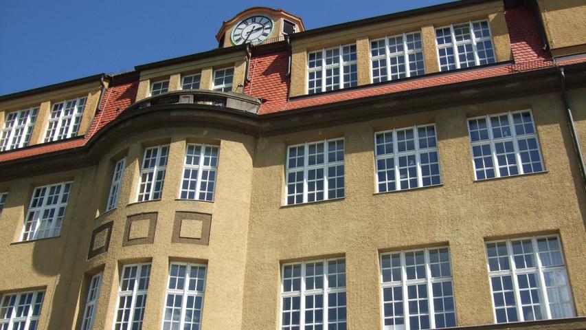 Die Sperberschule in der Nürnberger Südstadt ist eine Grund- und Mittelschule. Das Schulhaus ist ein typischer