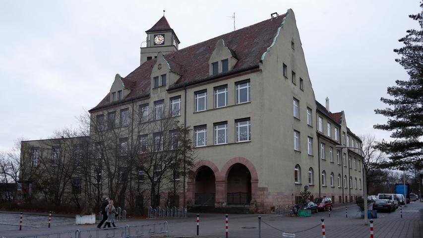 Die Grund- und Mittelschule an der Thusneldastraße in Mögeldorf blickt auf eine über 100-jährige Geschichte zurück. Zur Schul-Homepage.