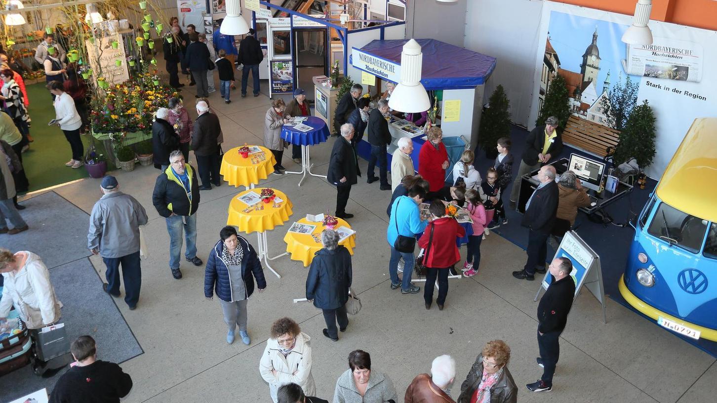 Zahlreiche Besucher kamen am ersten Tag der 9. Auerbacher Frühjahrsmesse in die Helmut-Ott-Halle. Am Sonntag kamen mehrere Tausend Besucher den ganzen Tag über.