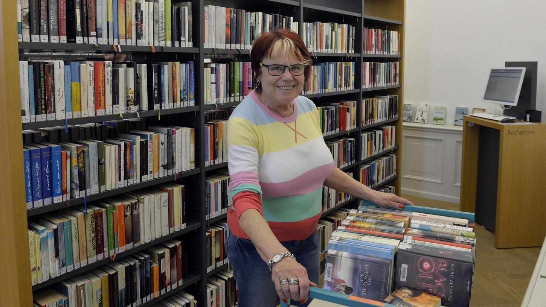 Uta Zettl arbeitet als Ehrenamtliche in der Stadtbibliothek. Sie wurde von der Freiwilligeninitiative vermittelt.