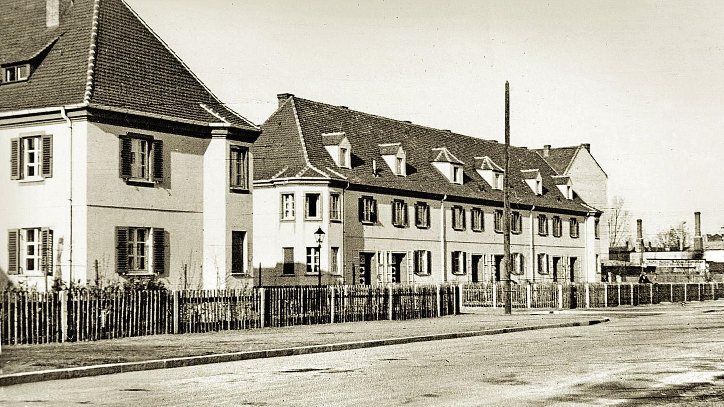 Vorstädtische Beschaulichkeit vor den Häusern Waldgärtnerstraße 1 und Waldluststraße 111–121 (rechts) im Jahr 1953.