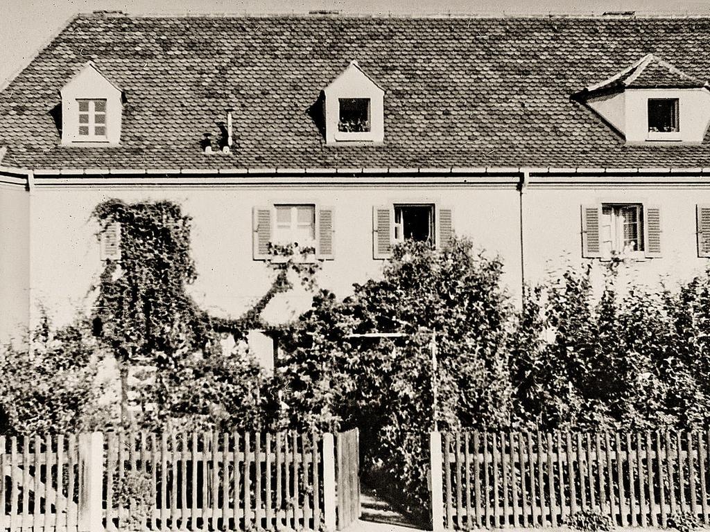 Der Traum jedes Hausbesitzers: 1953 grünte und blühte es vor dem Haus Waldluststraße 113.