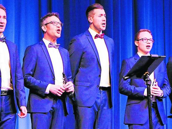 """Mehr als nur eine Vorgruppe: das Ensemble """"Stimmen der Berge"""" mit Daniel Hinterberger, Thomas A. Gruber, Benjamin Grund, Stephan Schlögl und Simon Käsbauer (von links)."""