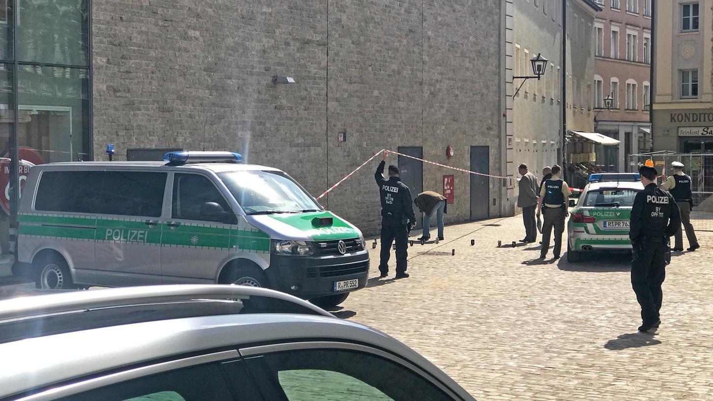 Unmittelbar nach dem Notruf wurde der Tatort in der Regensburger Innenstadt abgesperrt.