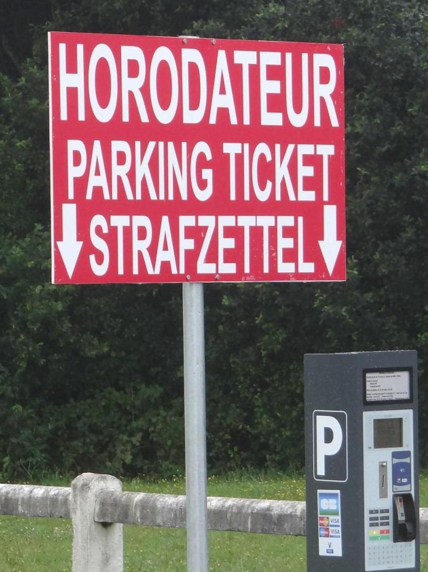 Gesehen auf einem Wohnmobilparkplatz in Ploumanac'h in der Bretagne.