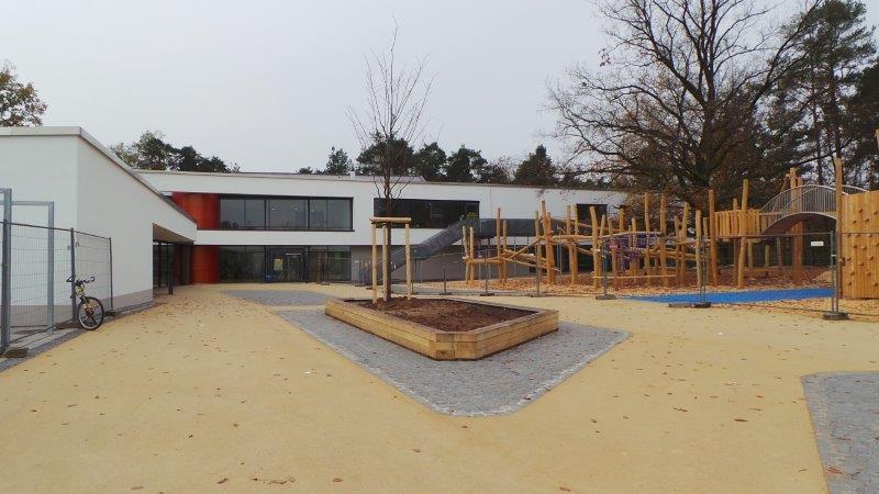 Diese Schule sind eigentlich zwei: Verteilt auf Gebäude in der Viatisstraße und in der Siedlerstraße lernen hier rund 400 Schüler verteilt auf 17 Klassen. Zur Schul-Homepage.