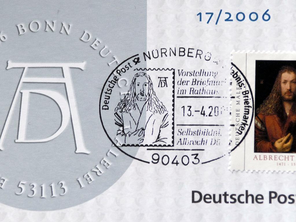 Unternehmergeist zeichnete Dürer neben seinen künstlerischen Fähigkeiten aus: Er war der erste, der Druckgrafiken systematisch mit einem Monogramm kennzeichnete. Ein Gütesiegel sozusagen. Mit der Druckgrafik, die in größeren Auflagen leicht herzustellen war, erzielte er Verkaufsschlager. Schön kann man das Monogramm auf dieser Sonderbriefmarke sehen, die 2006 präsentiert wurde.