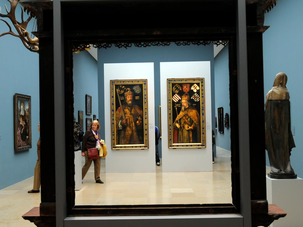 Vielfalt bestimmt Dürers Werk: Er schuf über 70 Gemälde, 350 Holzschnitte, 100 Kupferstiche, 900 Zeichnugen, Aquarelle, Bücher, Buchillustrationen und zudem kunsttheoretische Arbeiten. Hier ein Blick in den Dürer-Saal im Germanischen Nationalmuseum..