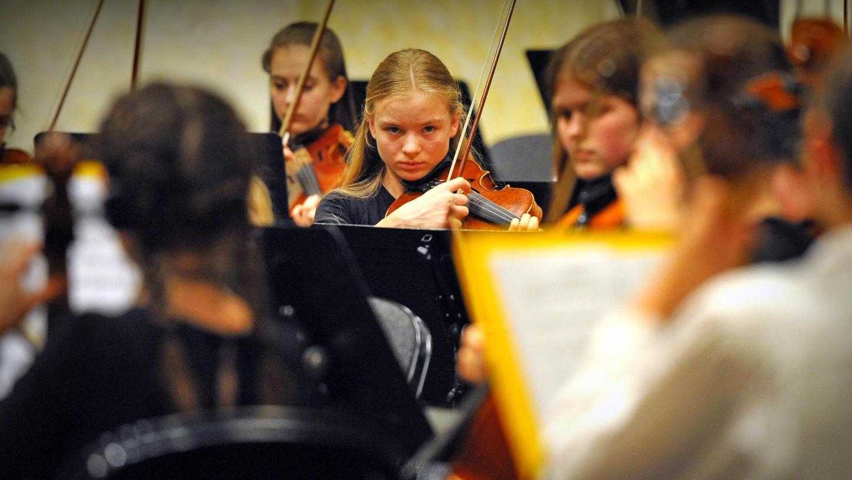 Genauigkeit und Emotion: Der aktuelle Qualitätsgrad des Jugendorchesters — hier eine Impression vom Sonntagnachmittag — lässt phasenweise vergessen, dass der Zuhörer es mit einem Laienmusik-Ensemble zu tun hat.